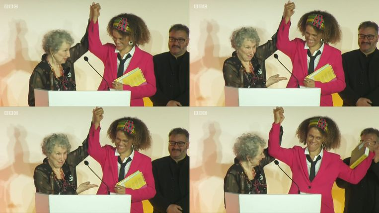 De uitreiking van de Booker Prize, maandagavond. Links Margaret Atwood, rechts Bernardine Evaristo.  Beeld BBC