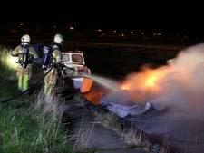 Branden in boot en tuinhuisjes op Urk vermoedelijk aangestoken