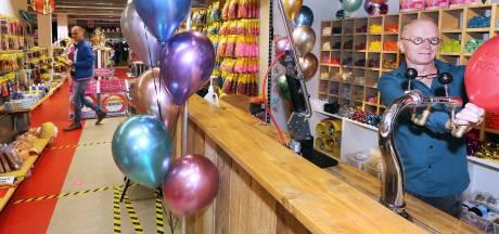 Carnavalswinkels in zwaar weer: 'Van een ballonnetje kan ik de zaak niet draaiende houden'