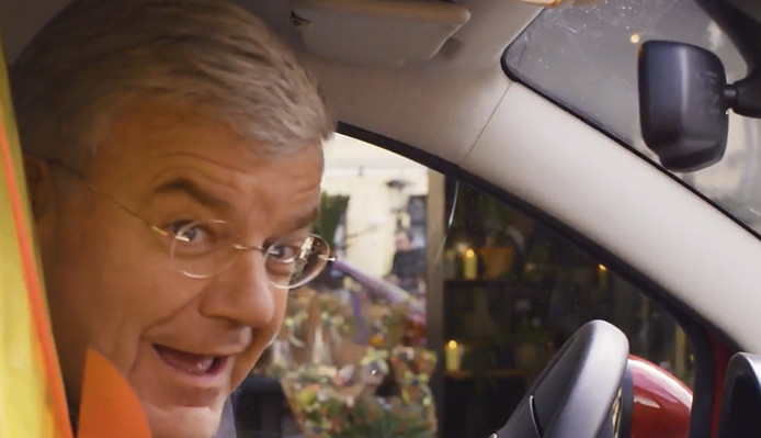 Burgemeester Jan van Zanen schittert in anti-autokraakfilmpje.