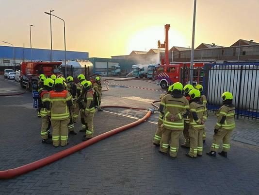 De brandweer was uren zoet met de lekkage.