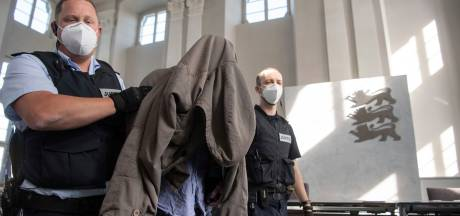 Duitser (27) die familie uitmoordde, belandt in kliniek: 'Zwaar geestesgestoord en bezeten'