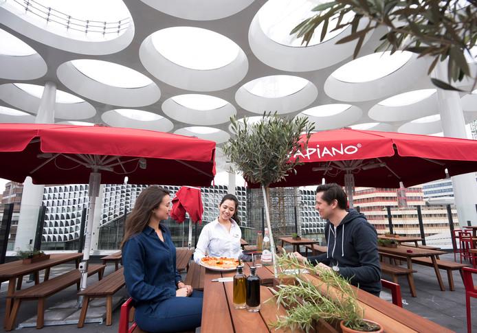 Het dakterras van de Italiaanse restaurantketen Vapiano.