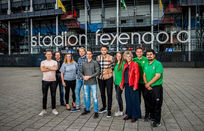 Een groep studenten van de Hogeschool Rotterdam is volop in de weer met projecten in Feyenoord City.