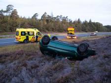 Auto slaat over de kop op A50 richting Zwolle, vrouw gewond