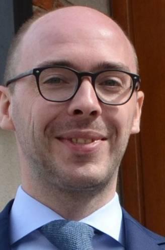 """""""100 euro als je je uitkleedt"""": voormalig schepen krijgt celstraf met uitstel voor zedenfeiten met minderjarigen in gemeentehuis"""