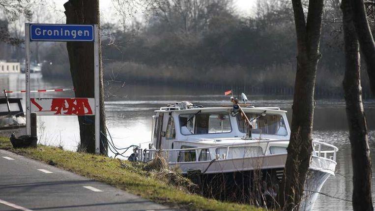 De boot in het Hoendiep van het vermiste echtpaar. Beeld anp