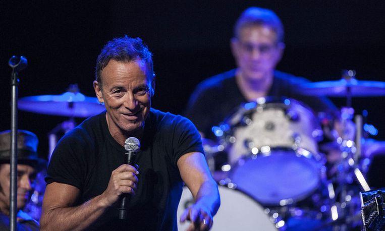 Muziek van onder anderen Bruce Springsteen wordt gebruikt om stil te staan bij het lijden en sterven van Jezus. Beeld epa