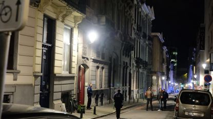 Grote politiemacht in Bosquetstraat in Sint-Gillis: man met drie schotwonden uit flat gehaald