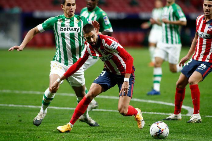 Yannick Carrasco in actie tegen Betis.
