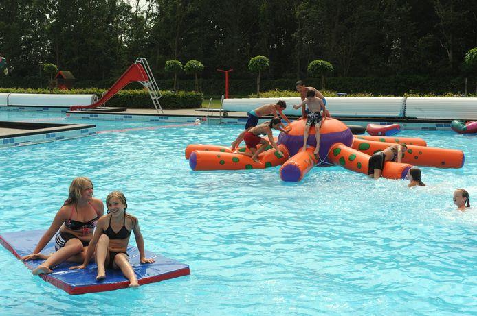 Waterpret in voorgaande jaren op zwembad Blankershove in Oud Gastel.