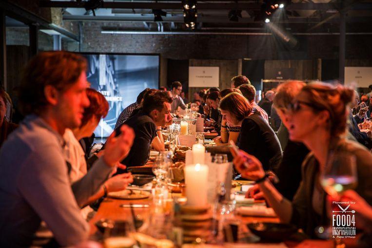 Bezoekers van het culinair event kunnen aanschuiven bij 11 topchefs.
