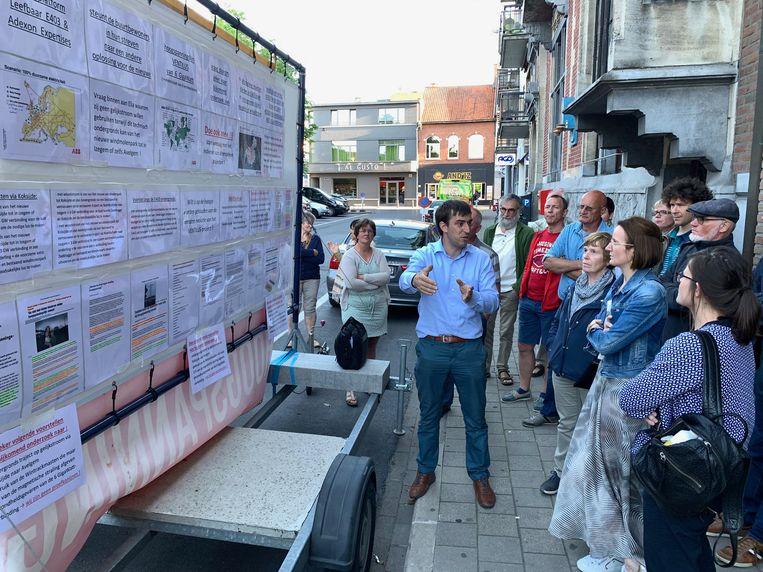 Een groep bezorgde burgers protesteerde donderdag aan het stadhuis van Izegem tegen het Ventilus-project.