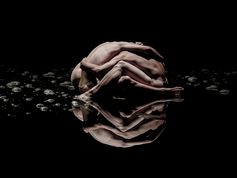De dansers in Vessel transformeren non-stop van de ene naar de andere vorm.