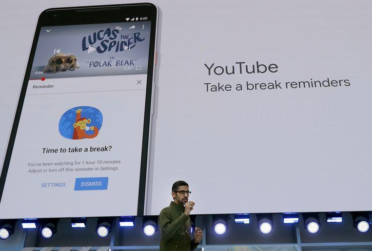 Binnen YouTube kun je meldingen instellen om jezelf eraan te herinneren af en toe pauze te nemen.