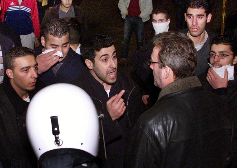 Luc Lamine oog in oog met Abou Jahjah tijdens de rellen op de Turnhoutsebaan in Borgerhout (2002).