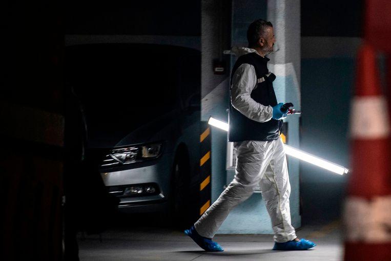 Er wordt sporenonderzoek verricht in een parkeergarage waar een achtergelaten auto is gevonden die zou toebehoren tot het Saoedisch consulaat. Beeld AFP