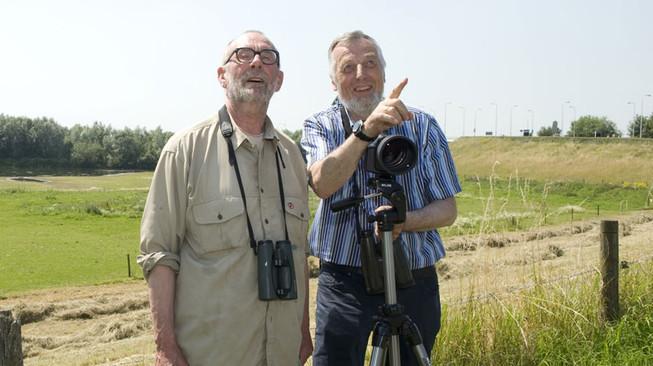Baardmannetjes Hans Dorrestijn en Nico de Haan gaan op zoek naar vogels in Nederland. Vrijdag is de uitzending over Zwolle te zien, de zoektocht naar de slechtvalk.