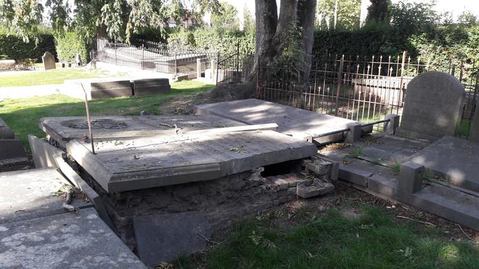 De monumentale graven op de algemene begraafplaats aan de Burgemeester Van Randwijckstraat in Rossum zijn hoogstwaarschijnlijk gered.