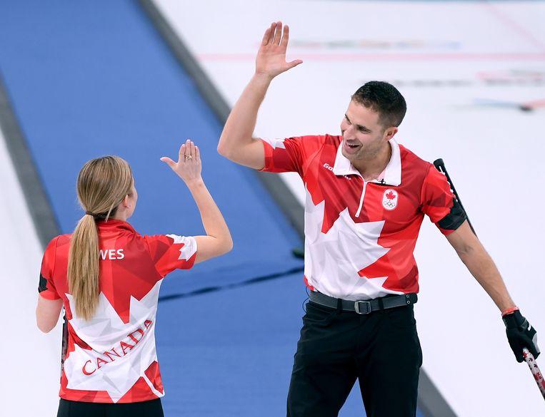 De Canadese curlers hebben zich bij het olympische debuut van het gemengd dubbel als eersten geplaatst voor de finale op de Winterspelen in Pyeongchang.
