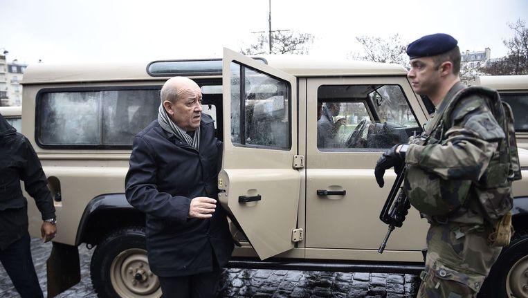 Franse minister van Defensie, Jean-Yves Le Drian (L) Beeld afp