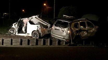 Twee auto's rijp voor schroothoop: twee inzittenden gewond naar ziekenhuis