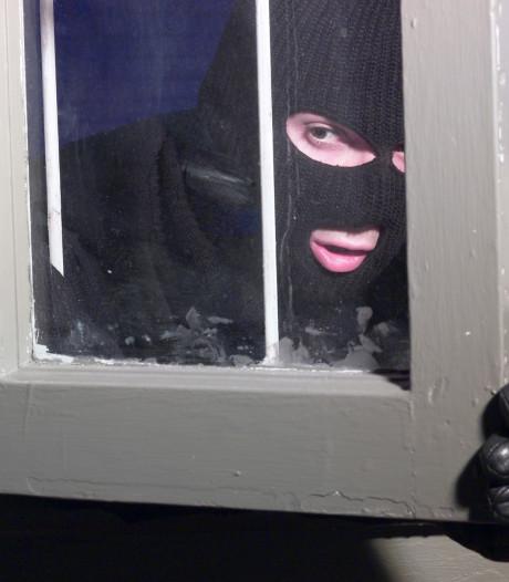 Politie waarschuwt: 'Inbrekers houden ook van pakjesavond'