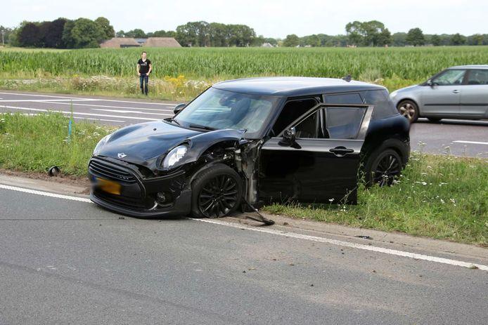 Bestuurder vlucht na aanrijding met gestolen auto