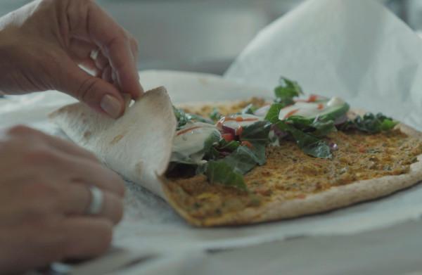 Vegetarische Turkse pizza: zelfs de meest luie kok kan uit de voeten met dit recept
