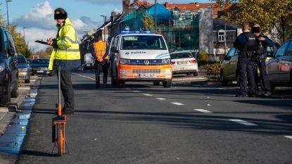 Vrouw levensgevaarlijk gewond bij aanrijding op De Pintelaan nadat ze straat overstak tussen twee wagens
