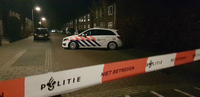De politie in de Wilhelminastraat in Gendringen.