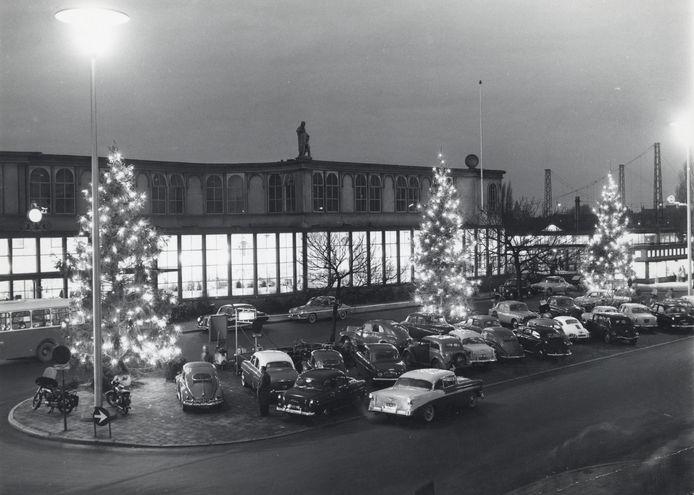 Het stationspleintje in de jaren 50