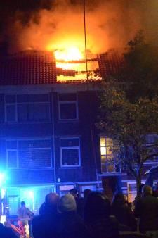 Urenlang in de kou met kinderen in pyjama bij nachtelijke brand aan de Rederijkerstraat