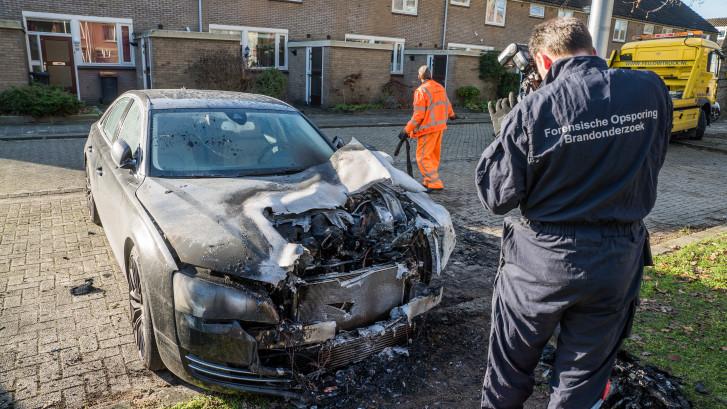 Ferid (31) zag de vlammen uit zijn peperdure BMW slaan