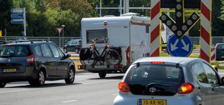 Afsluiting van Kosmoslaan in Eindhoven zorgt voor grote problemen