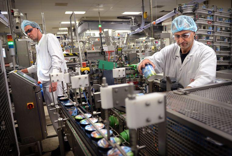De Ben & Jerry's ijsfabriek van Unilever in Hellendoorn. Voor de stroomvoorziening maakt de fabriek gebruik van een eigen biovergister. Beeld Marcel van den Bergh