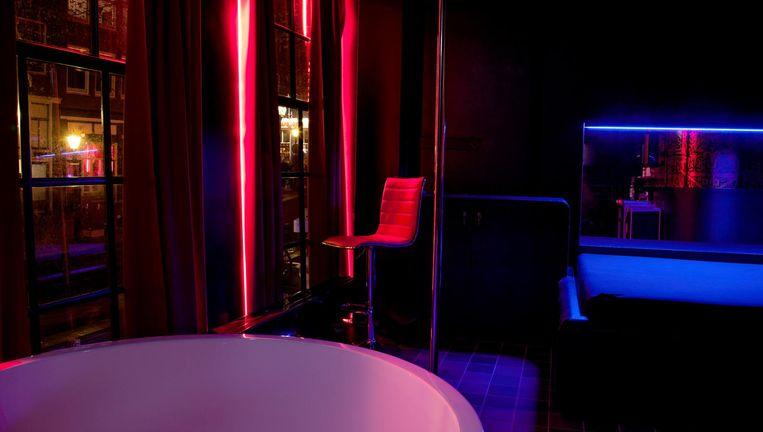Peeskamertje in My Red Light, een nieuw bordeel in Amsterdam. Beeld Ernst Coppejans