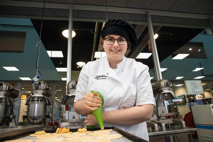 Mariska van den Heuvel, leerling van het ROC Nijmegen, bakt veganistisch.