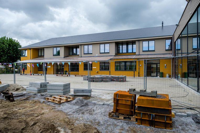 Het nieuwe schoolgebouw bestaat uit twee verdiepingen.