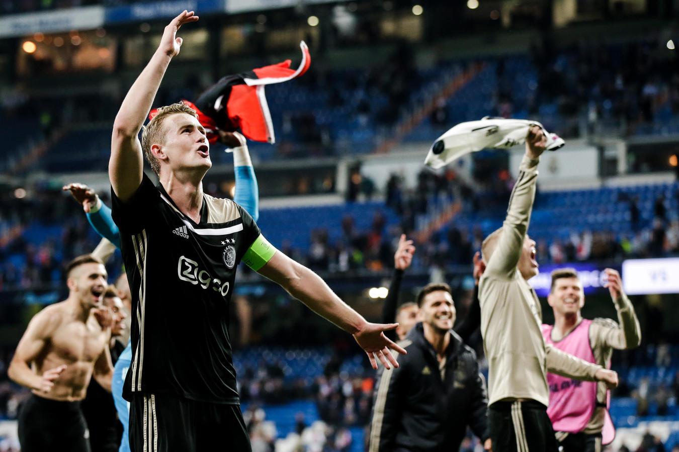 Matthijs de Ligt viert de zege op Real Madrid.