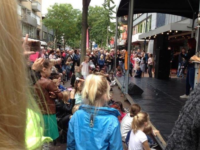 Het centrum van Oss stond gisteren voor de 29e keer in het teken van muziek, theater en kunst tijdens het festival Fantastival.