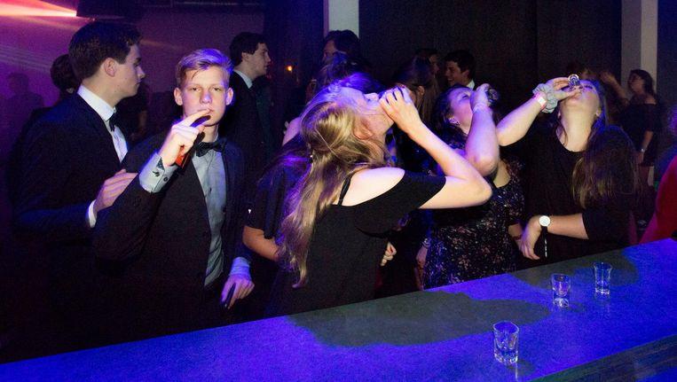 Jongeren bij restaurant en club Stairway to Heaven in Utrecht. Beeld null