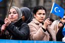 Protest Oeigoeren op de Dam in Amsterdam. Ze demonstreren in december tegen het feit dat het voor de moslim-minderheid in het westen van China bijna onmogelijk is om hun godsdienst en cultuur uit te dragen.