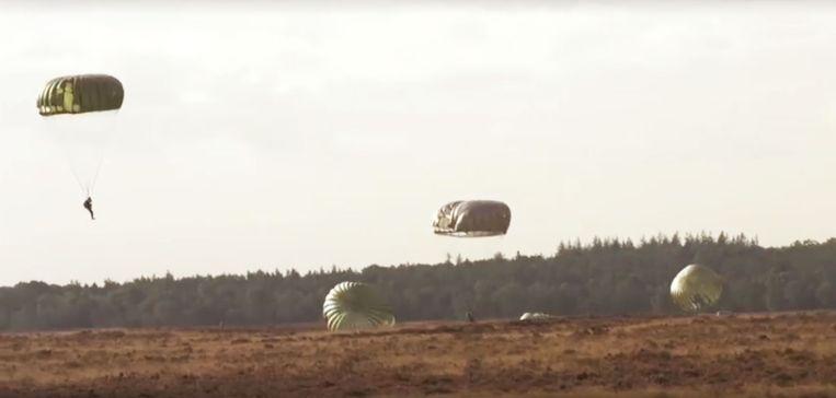Op de Ginkelse Heide in Nederland is het grootste luchtgevecht ooit herdacht.