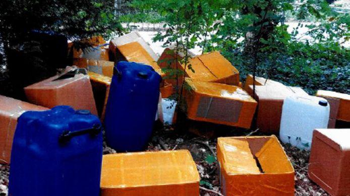 De politie vermoedt dat de dumpingen aan de Zwartvenseweg en de Bieslookweg met elkaar verband houden.