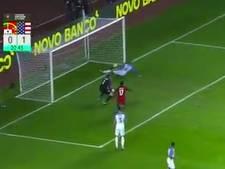 Bizarre megablunder VS-doelman Horvath tegen Portugal