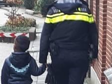 Politie Hof van Twente brengt jonge avonturier weer veilig thuis: 'Ik woon naast de buurvrouw'