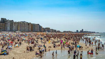 Voyeur betrapt op strand tijdens fotograferen van vrouwen die zich omkleden
