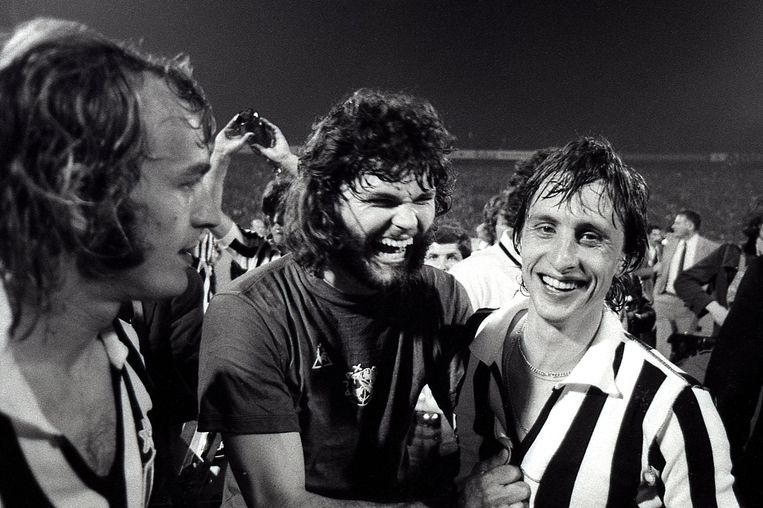 Barry Hulshof met Johan Cruijff in 1973. Beeld Dijkstra bv