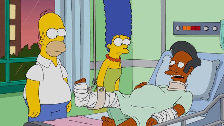Het The Simpsons-personage Apu Nahasapeemapetilon met Homer en Marge.